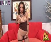 скриншот для Скачать порно бесплатно: Кристина Роуз трахается с самцом на диване