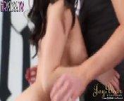 скриншот для Скачать порно бесплатно: Рыжий чувак довел своим язычком молодую сучку до оргазма