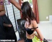 скриншот для Скачать порно бесплатно: Дава Foxx отсосала черный шланг нигера
