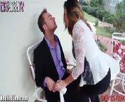 скриншот для Скачать порно бесплатно: Даника Диллон трахается с другом своего мужа