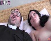 скриншот для Скачать порно бесплатно: Молоденькой проститутке достался страшный, кривозубый уродец