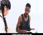 скриншот для Скачать порно бесплатно: Нигер репетитор трахает молоденькую японочку