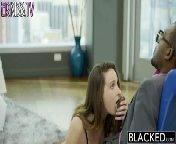 скриншот для Скачать порно бесплатно: Грудастая брюнетка Эшли Адамс трахается с нигером