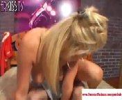 скриншот для Скачать порно бесплатно: Блондинка получила мощный напор спермы в жопу