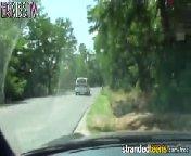 скриншот для Скачать порно бесплатно: Горячая парочка трахается в машине