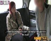 скриншот для Скачать порно бесплатно: Рыжая сучка села в такси без денег и заплатила натурой.