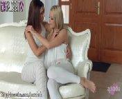 скриншот для Скачать порно бесплатно: Нежные красивые лесбияночки лижут писечки в позе 69