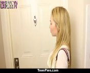 скриншот для Скачать порно бесплатно: Блондиночка приехала на свидание к незнакомцу и трахнулась с ним