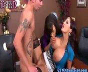 скриншот для Скачать порно бесплатно: Красавица Lisa Enn трахаеться с Шефом, для большего удовольствия, подтягивается секратарша.