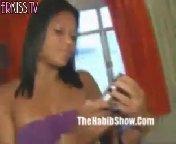 скриншот для Скачать порно бесплатно: Бразильянка сосет хуй своему ебарю нигеру