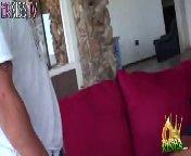 скриншот для Скачать порно бесплатно: Грудастая Сиенна трахается с водопроводчиком
