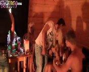 скриншот для Скачать порно бесплатно: Русские студенты устроили оргию