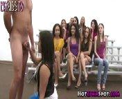 скриншот для Скачать порно бесплатно: Молоденькие сучки на кастинге пробуют на вкус разные чтены