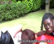 скриншот для Скачать порно бесплатно: Три госпожи доминируют над своими рабами.
